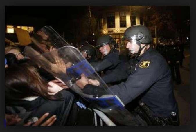 سرکوب تظاهرات سیاه پوستان توسط پلیس نژاد پرست آمریکا