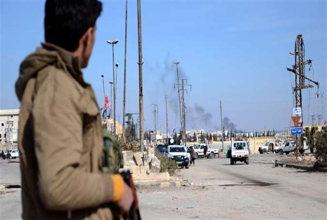 Militants, part of the Turkey-backed Euphrates Shield alliance, advance on February 20, 2017, towards the city of al-Bab, some 30 kilometers from the Syrian city of Aleppo.