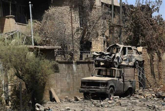 A general view shows burnt-out cars on a damaged street in Zanjili District in the northern Iraq city of Mosul on July 26, 2017. (Photo by AFP)
