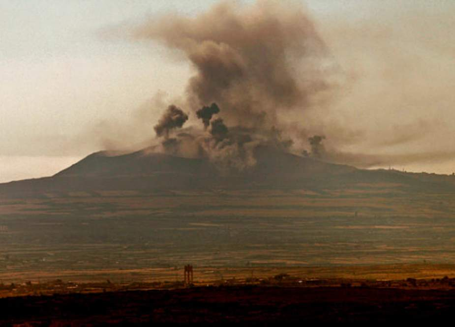 This picture taken on July 16, 2018, shows a smoke plume rising along the horizon near the Syrian city of al-Harah, in the southeast of Quneitra province. (Photo by AFP)