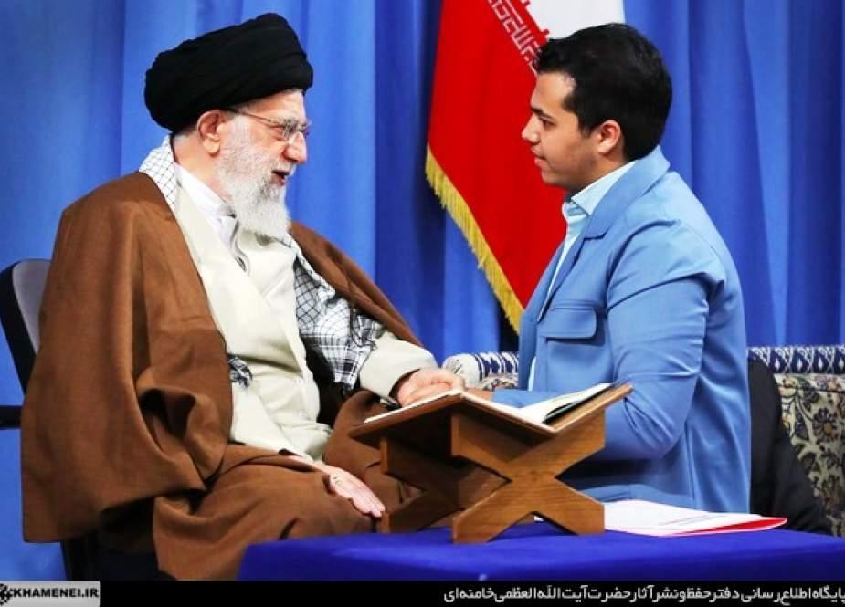 ایرانی قوم کی ترقی کی وجہ اسلامی انقلاب کی قدر جانتے ہوئے استکباری قوتوں پر اعتماد نہ کرنا ہے، آیت اللہ سید علی خامنہ ای