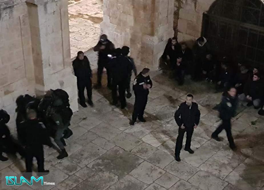 Sionist hərbçilər Məscidül-Əqsaya hücum edib
