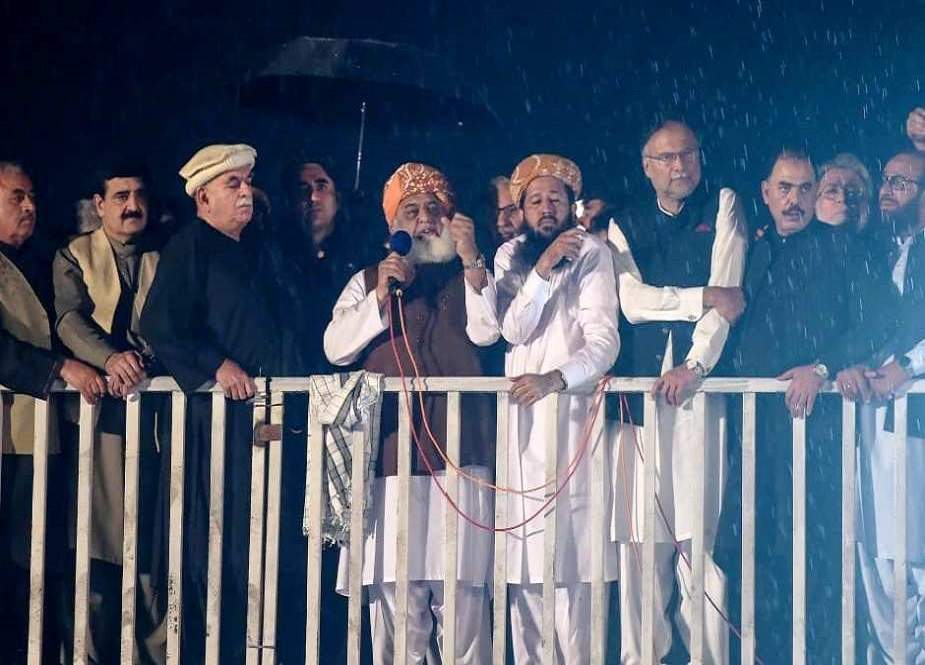 ہمارے جلسہ میں طالبان کا جھنڈا سازش کے تحت لہرایا گیا، مولانا فضل الرحمان