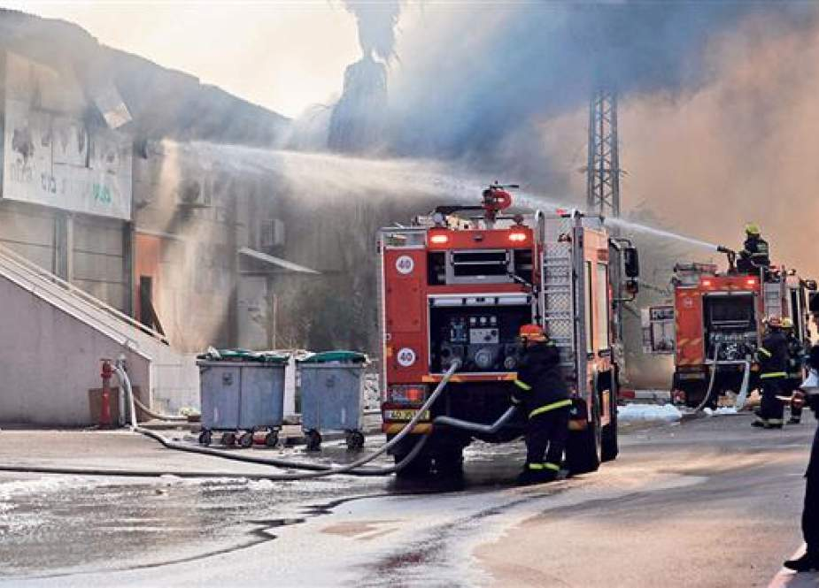 Factory on fire following a rocket attack by Palestinian forces on the Israeli city of Sderot.jpg