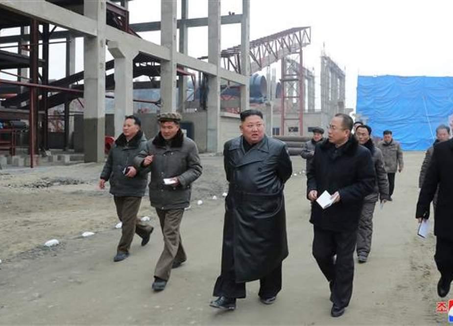 North Korean leader Kim Jong-un at the Sunchon Phosphatic Fertilizer Factory.jpg