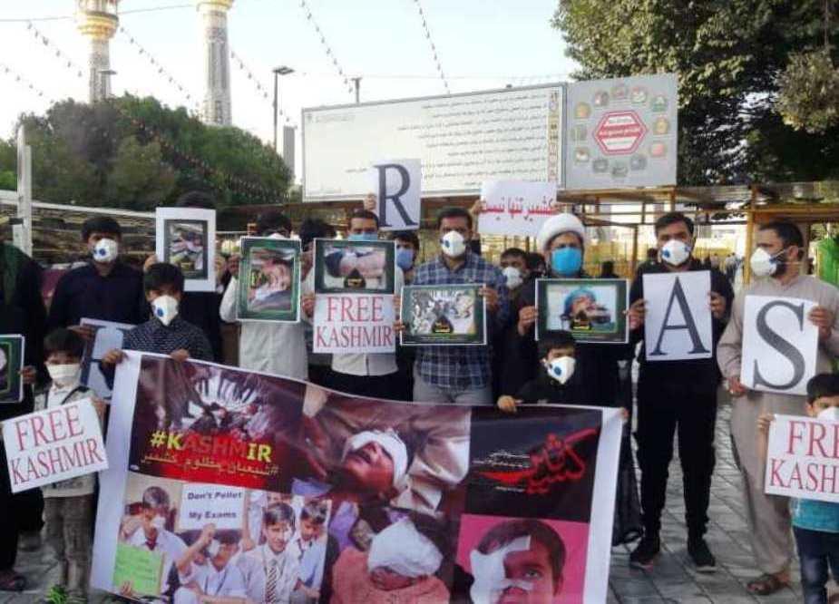 مجلس وحدت مسلمین (مشہد مقدس) کے زیراہتمام کشمیری مسلمانوں سے اظہار یکجہتی کیلئے مظاہرہ کیا جا رہا ہے