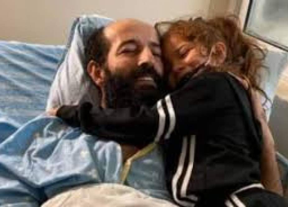 Al-Akhras managed to meet his daughter in his room in the Kaplan hospital.jpg