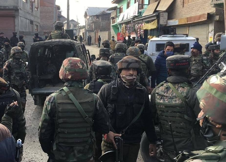 مقبوضہ کشمیر، سرینگر میں عسکری پسندوں کے حملے میں 2 بھارتی فورسز ہلاک