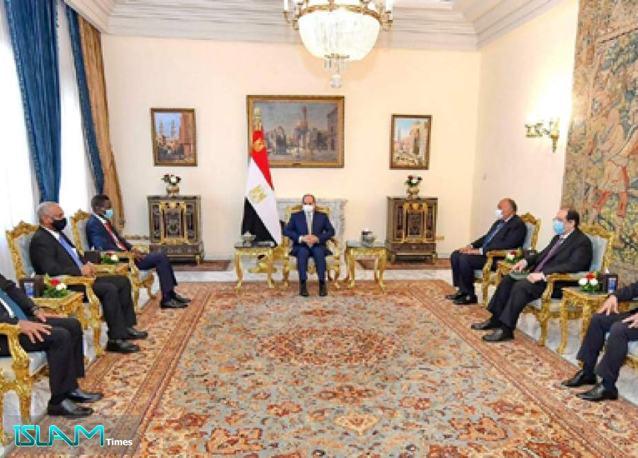 Egypt's Sisi Discusses Bilateral Ties, Regional Developments with Sudanese Delegation