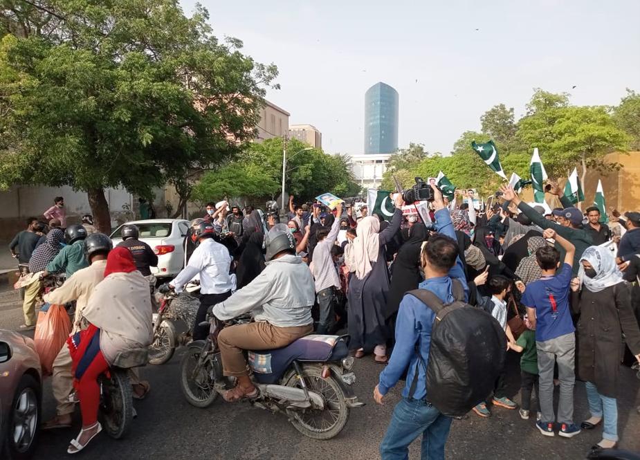 کراچی، شیعہ لاپتہ افراد کے بچوں کا گورنر ہاؤس کے باہر منفرد احتجاج