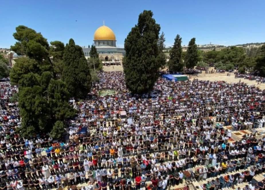 الجهاد الإسلامي تشيد بحشود المصلين الذي أحيوا صلاة الجمعة الأخيرة في الأقصى