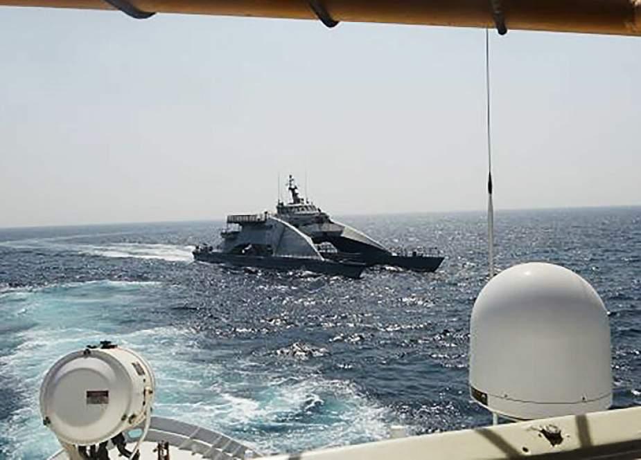 US ship fires 30 warning shots to Iranian IRGC boats.jpg