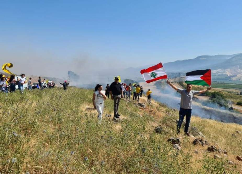 Lebanese protesters near the barbed-wire fence off the Israeli settlement of Al-Metula.jpg