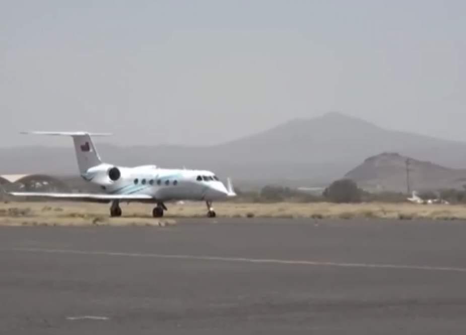 An Omani delegation arrived  in Sanaa, Yemen.