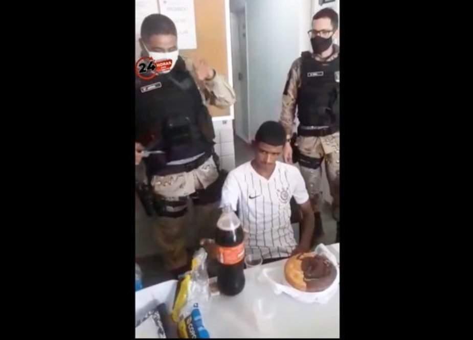 پولیس والوں نے چور کی 18ویں سالگرہ تھانے میں جبراً منائی