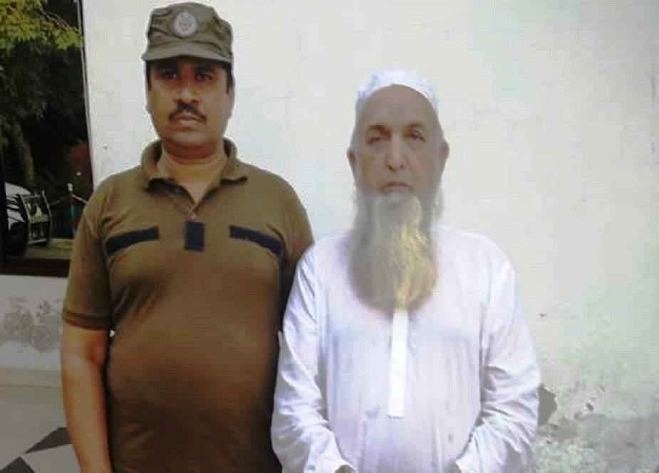 مفتی عزیزالرحمان اور بیٹوں کو 4 روزہ جسمانی ریمانڈ پر پولیس کے حوالے کر دیا گیا