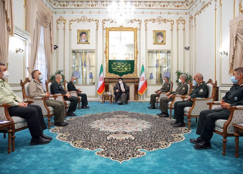 Komandan Senior Iran Membahas Pembangunan