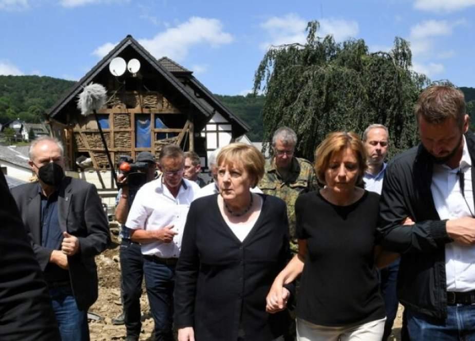 ميركل تتعهد بتقديم مساعدة مالية سريعة لمتضرري فيضانات ألمانيا