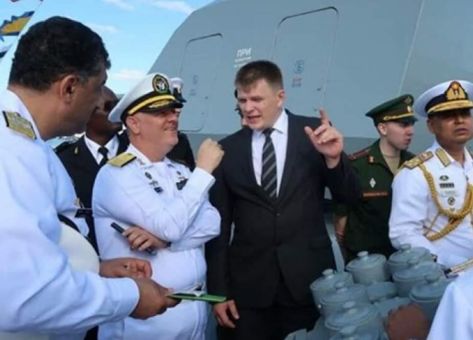 قائد البحرية الايرانية يحضر مراسم الاستعراض البحري للجيش الروسي