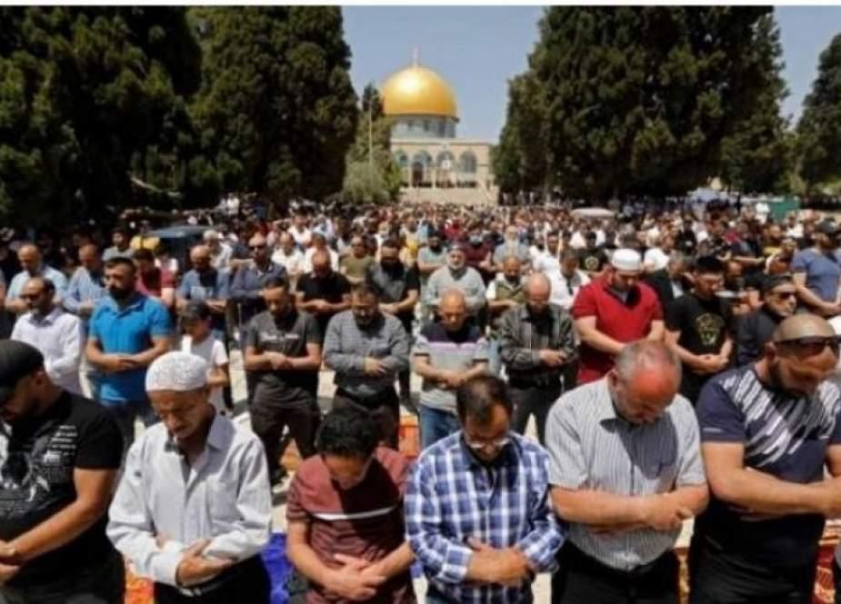 25 ألفا فلسطيني يؤدون صلاة الجمعة في المسجد الأقصى