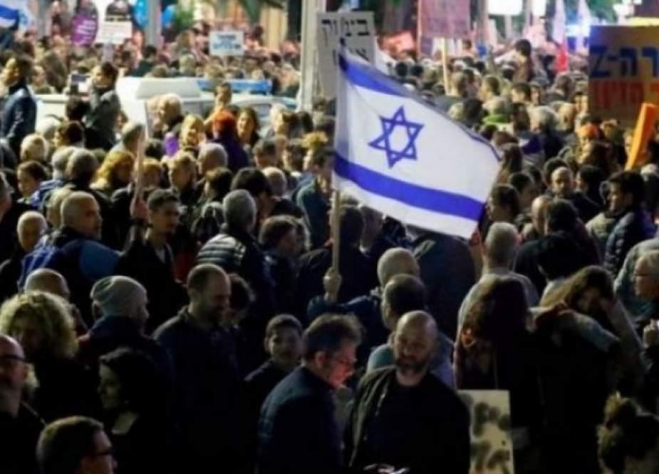 تظاهرة أمام منزل رئيس وزراء الاحتلال نفتالي بنت