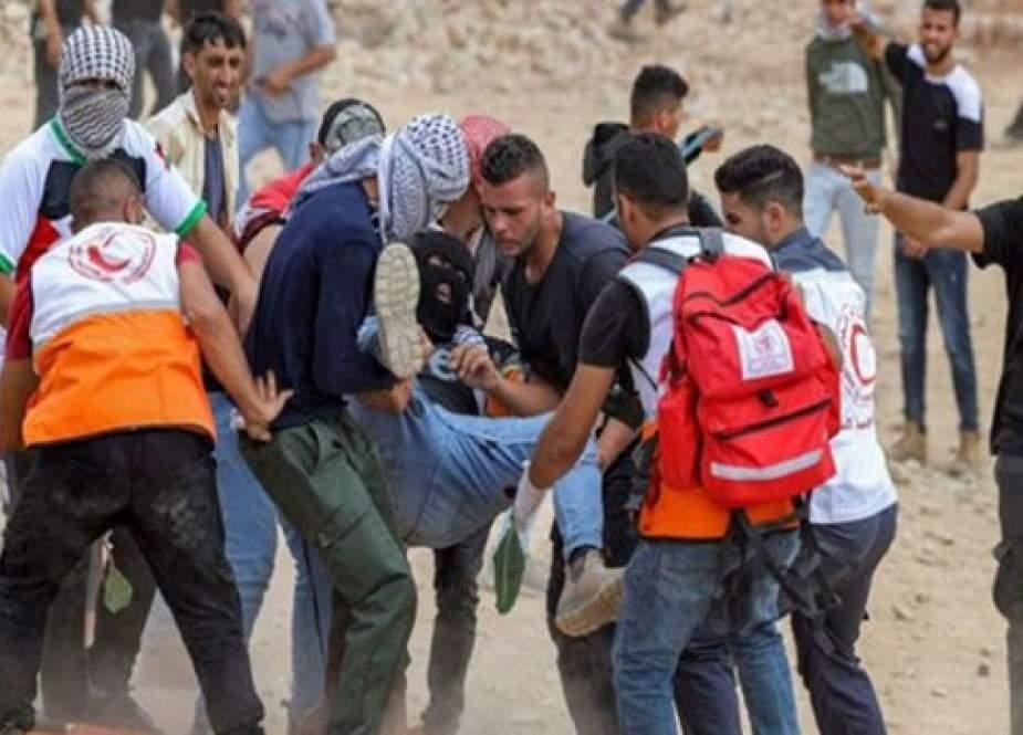 شهيد وأكثر من 300 إصابة حصيلة اشتباكات عنيفة بالضفة الغربية
