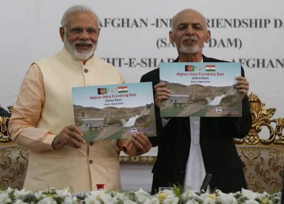Perdana Menteri Modi dan Presiden Ghani (The Interpreter).