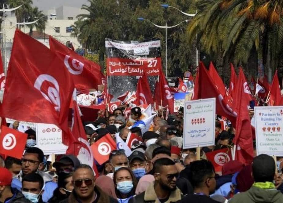 بعد قرارات قيس سعيد.. ماذا حدث في تونس؟