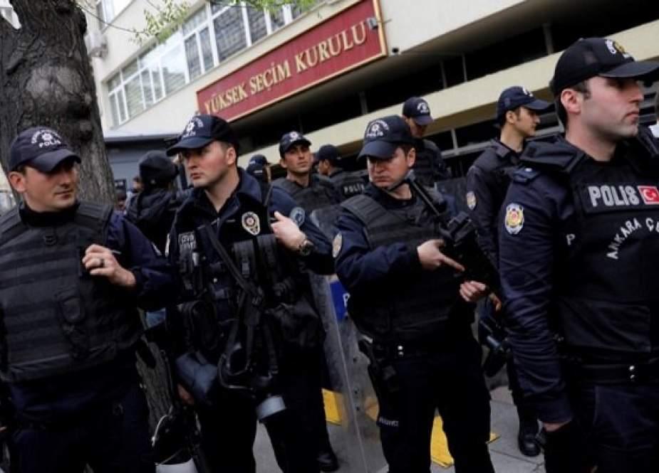 تیراندازی یک گروه مسلح در مرکز شهر استانبول با ۳ کشته و یک زخمی