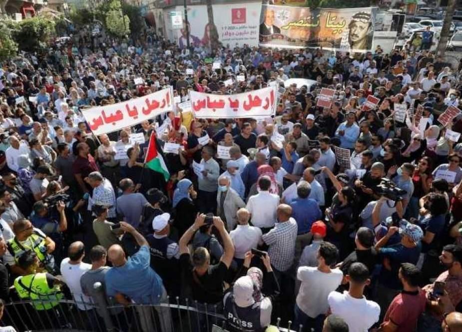 رام الله تنتفض على إجرام السلطة الفلسطينيّة.. ما الذي أسقطها من قلوب الفلسطينيين؟