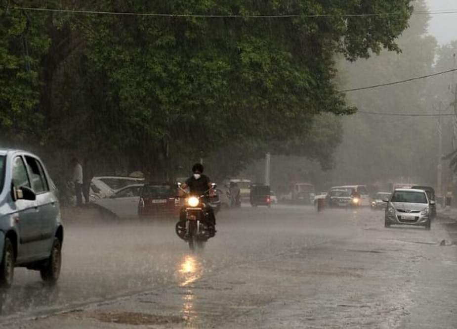 مقبوضہ کشمیر کیلئے موسمی الرٹ جاری، 30 جولائی تک بارشوں کا امکان