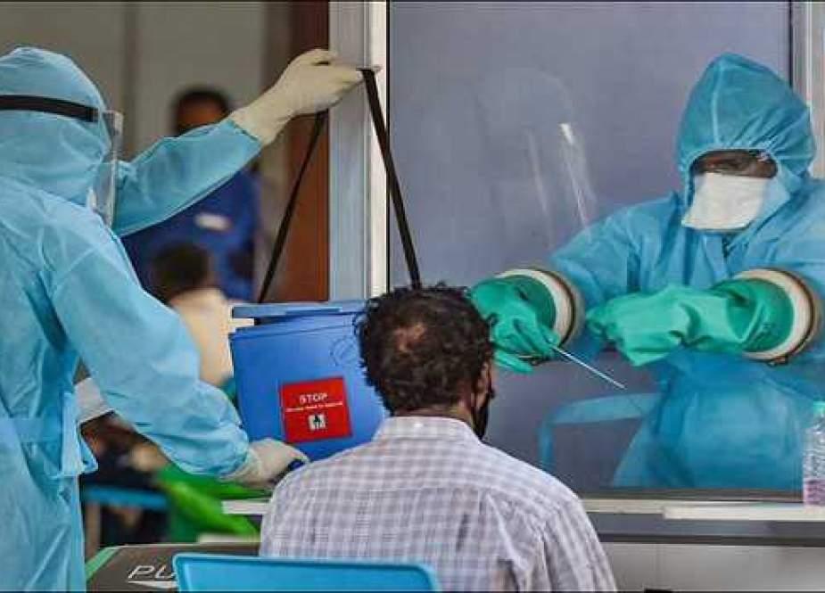 بھارت میں کورونا وائرس کے نئے کیسز اور ہلاکتوں میں قدرے اضافہ