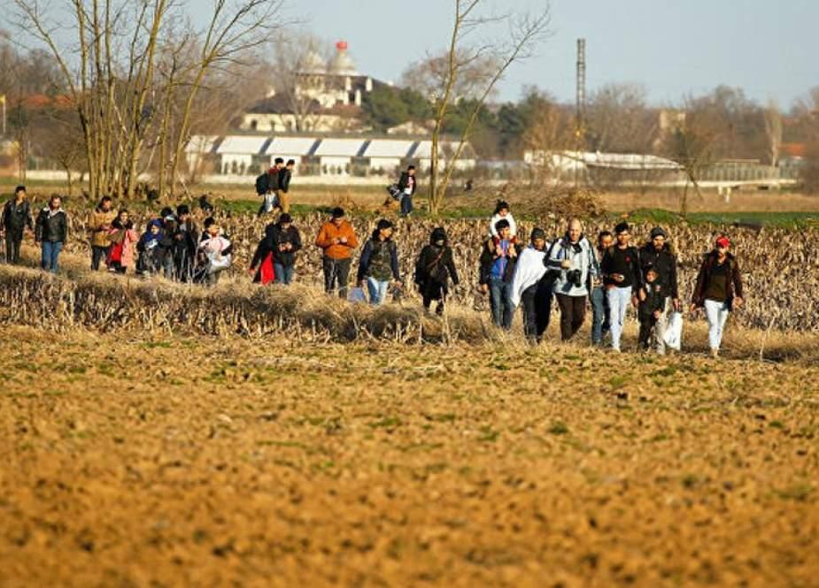 تركيا تحتجز 231 مهاجرا كانوا في طريقهم إلى إيطاليا