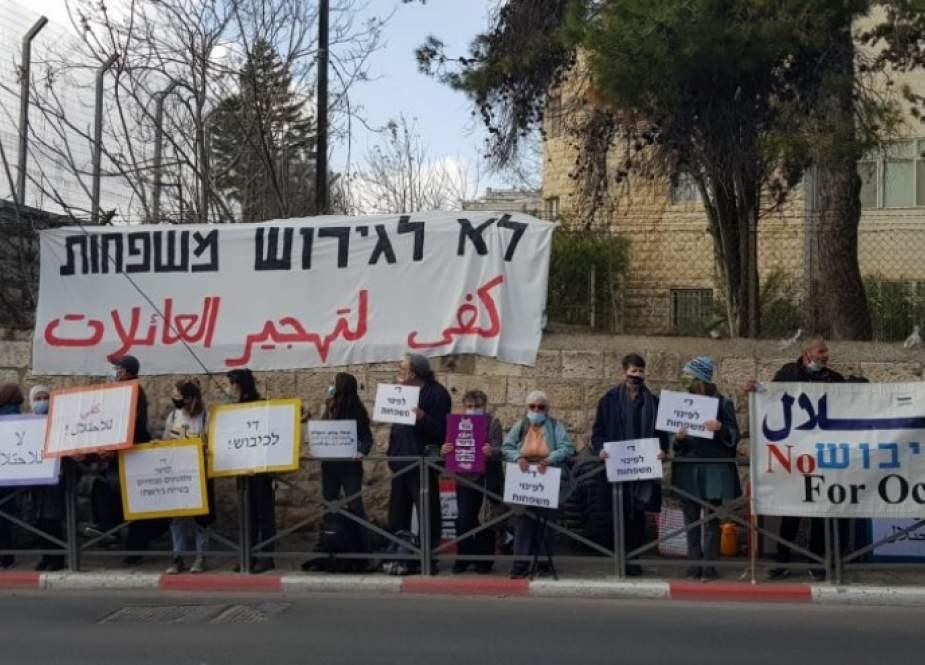 الاحتلال يجمد قرار تهجير 3 عائلات من حي الشيخ جراح