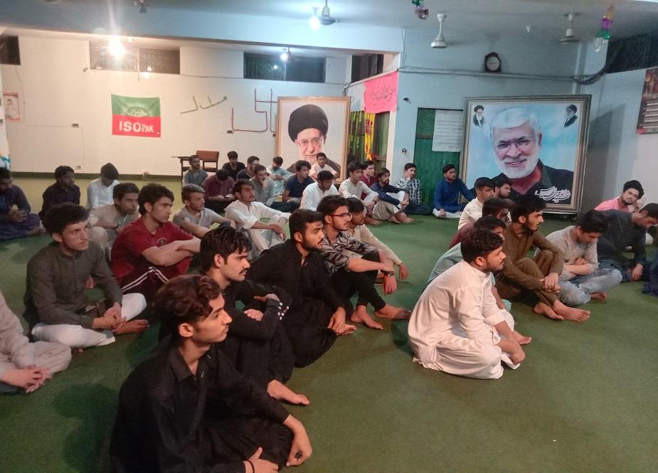 جشن غدیر میں طلباء شریک ہیں