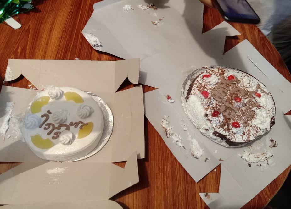 جشن عید غدیر کا کیک کاٹا گیا اور شرکاء میں تقسیم کیا گیا