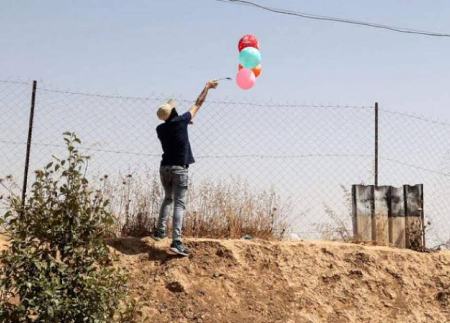 """البالونات الحارقة تؤرق """"إسرائيل"""".. ماهي رسالة غزة المحاصرة؟"""