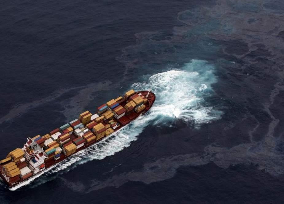 سلطنة عمان تُعلق على حادث استهداف السفينة الإسرائيلية