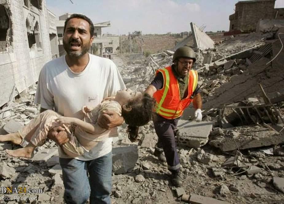 Lebanese man holding the body of a child martyred by the Israeli strike on Qana.jpg
