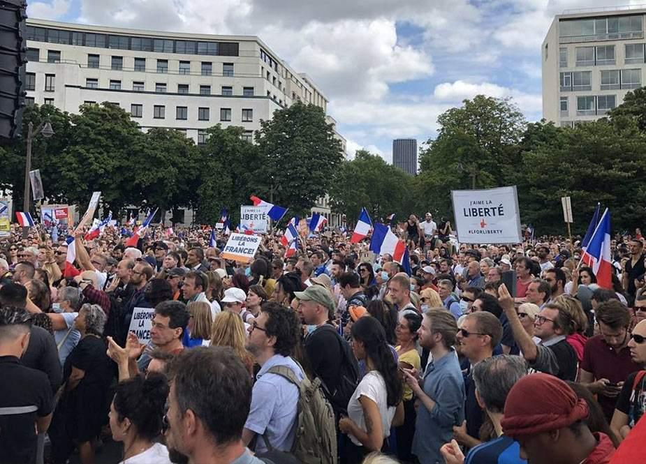 Fransada nümayişdə 3 polis yaralanıb, 19 etirazçı həbs edilib