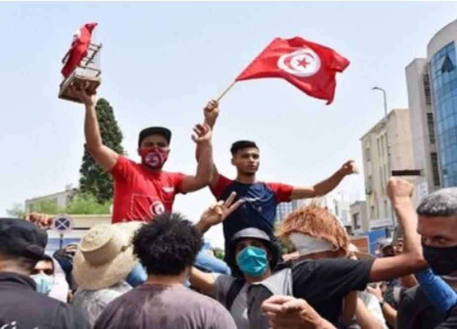 نگاهی به ناآرامیهای سیاسی تونس؛ چهار دلیل کودتا در سرزمین انقلاب