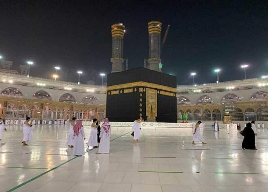 Arab Saudi Izinkan 20.000 Jemaah Haji Umrah