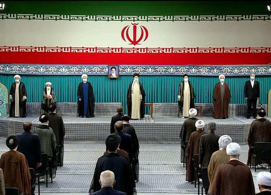 بدء مراسم تنصيب الرئيس الايراني الجديد بحضور قائد الثورة