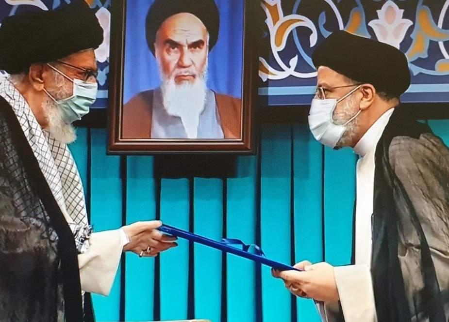 السيد خامنئي يوصي رئيسي بالاستماع لصوت الشعب