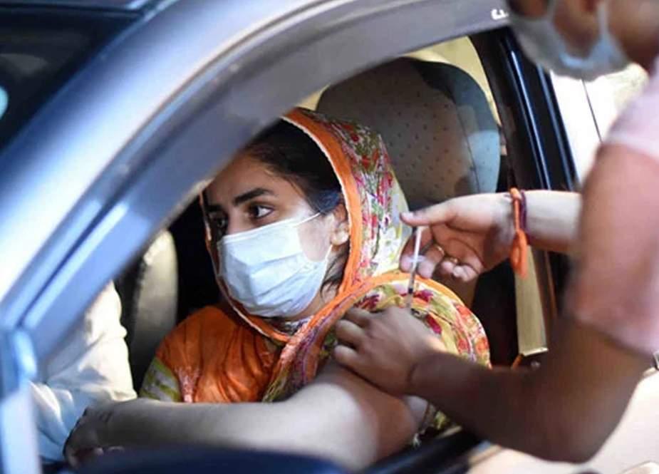 کراچی میں اب گاڑی میں بیٹھے بیٹھے کورونا ویکسینیشن کا فیصلہ