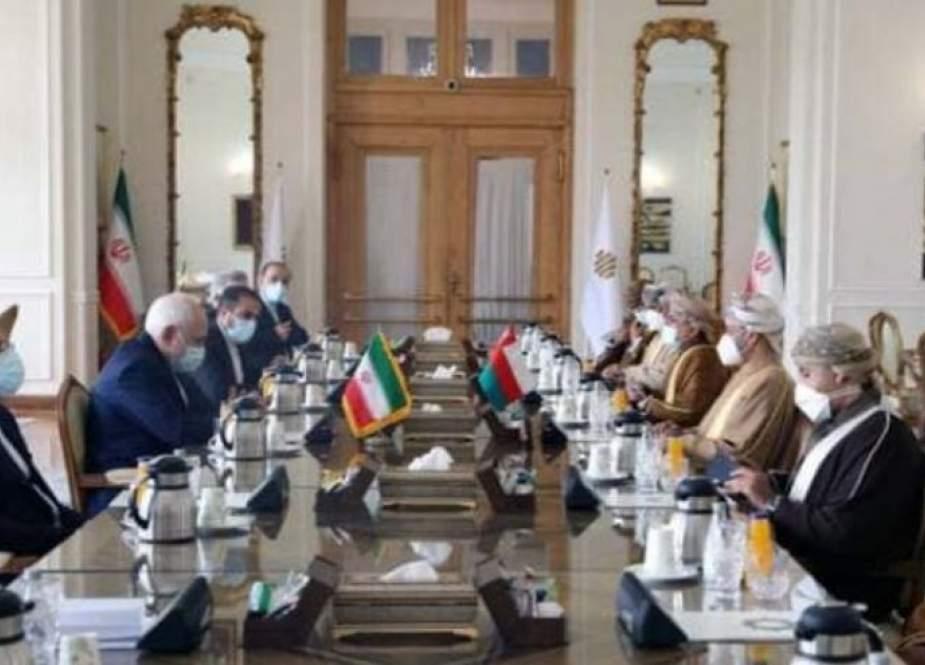 ظريف يؤكد على رفع مستوى العلاقات بين طهران ومسقط