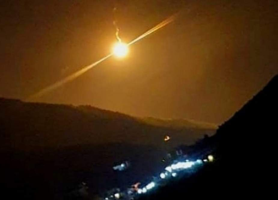 قوات الاحتلال تطلق قنابل مضيئة قرب منطقة رأس الناقورة بجنوب لبنان