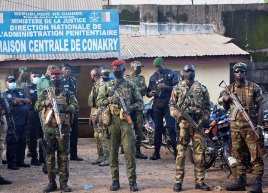 قائد السلطة العسكرية في غينيا يلتقي بالسفير الروسي