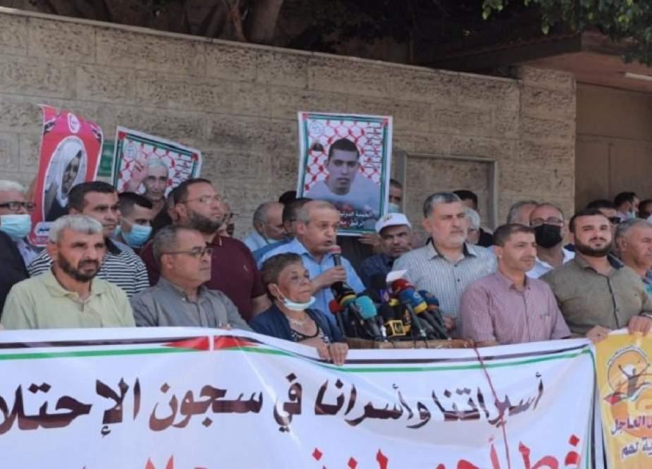 القوى الفلسطينية: سنحرق من يقترب من أسرانا أو يهدد حياتهم