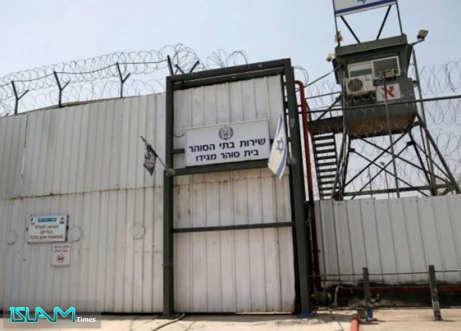 الأسرى الفلسطينيون يستأنفون إحراق غرف في سجون الاحتلال